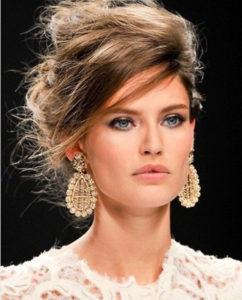 Женственные прически на средние волосы
