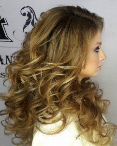 Прическа с кудрявыми волосами